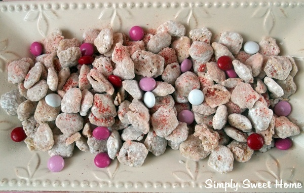 Strawberry Cheesecake Puppy Chow