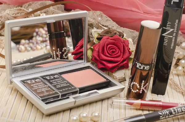 Benefits of Hiring the Services of a Professional Makeup Artist - Simply Sweet Home